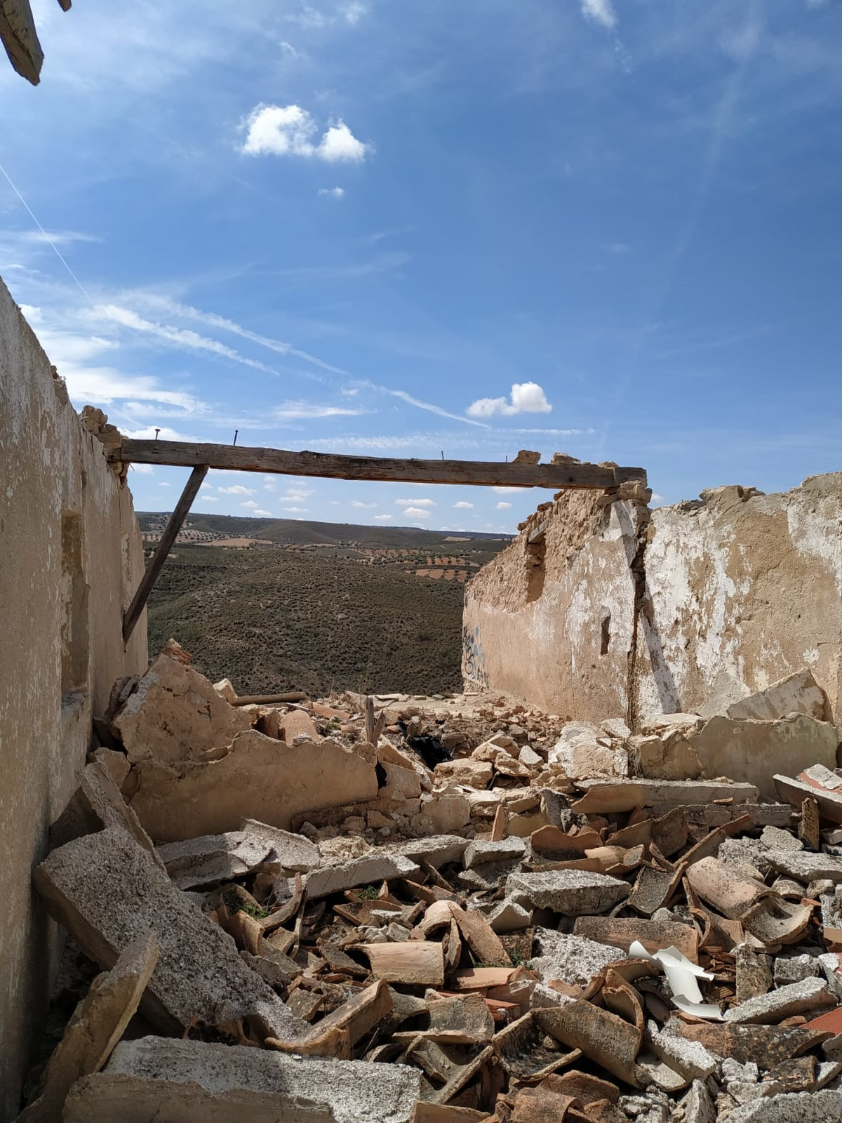 An abandoned village very close to Madrid