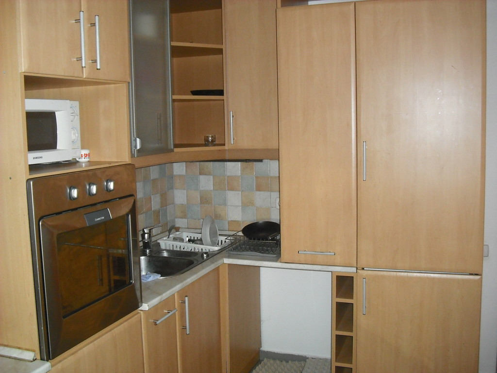 An Apartment With A Living Room 4 Bedrooms 2 Bathrooms In Walking Distance From The