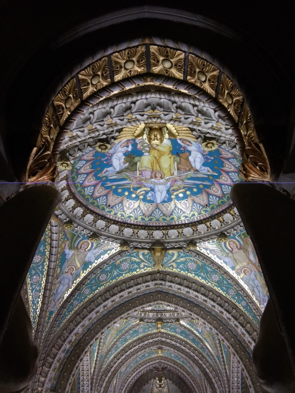 An extraordinary basilica, full of history and with great views of Lyon