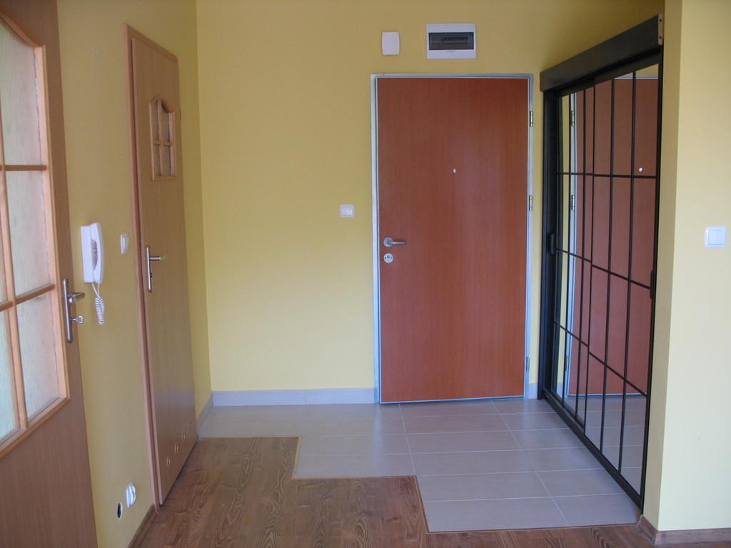 Apartamento de 2 habitaciones moderno tranquilo y nuevo for Agencias de alquiler de pisos