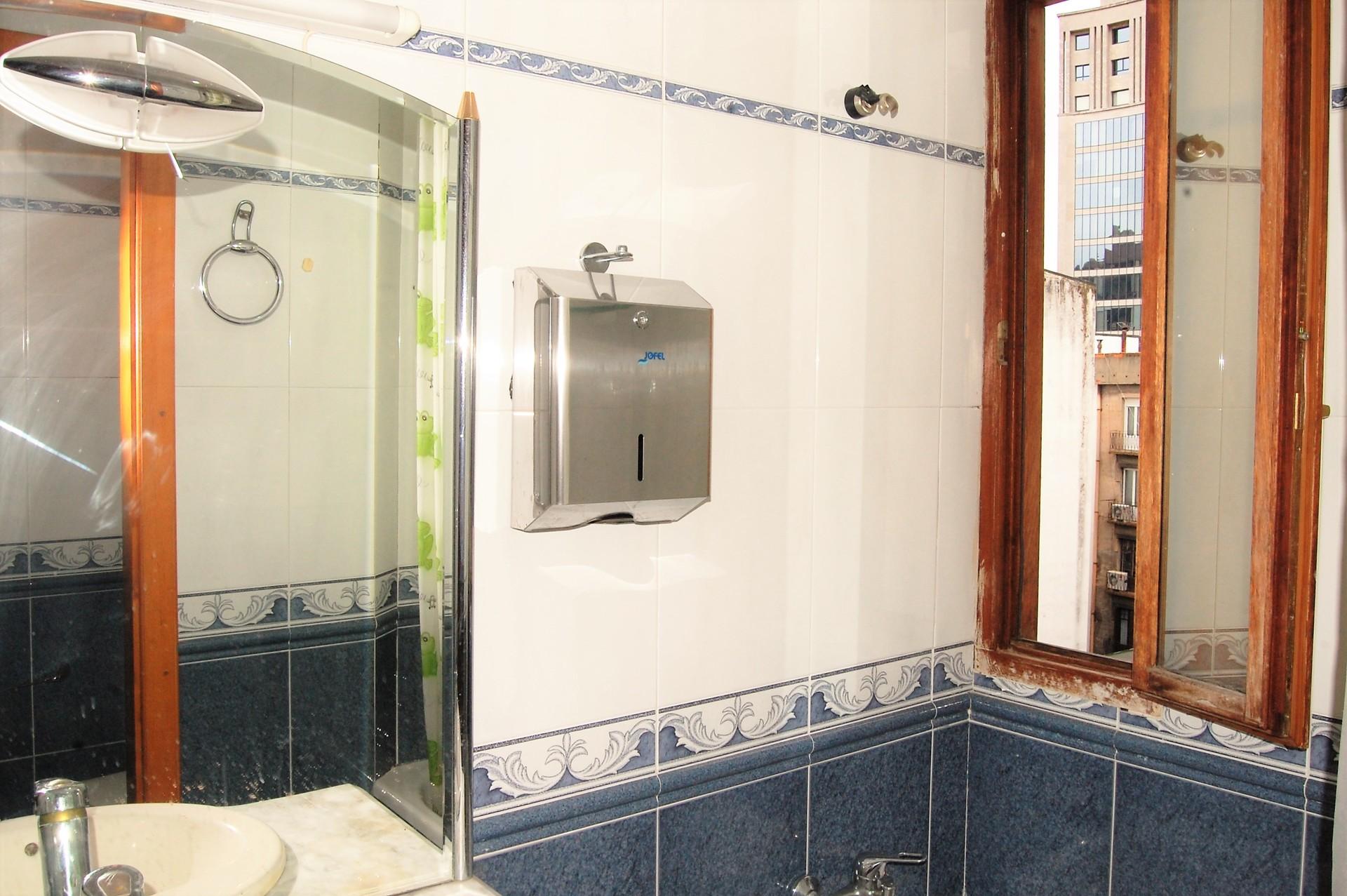 Apartamento de lujo para estudiantes de mir y erasmus en for Alquiler de habitaciones en apartamento compartido
