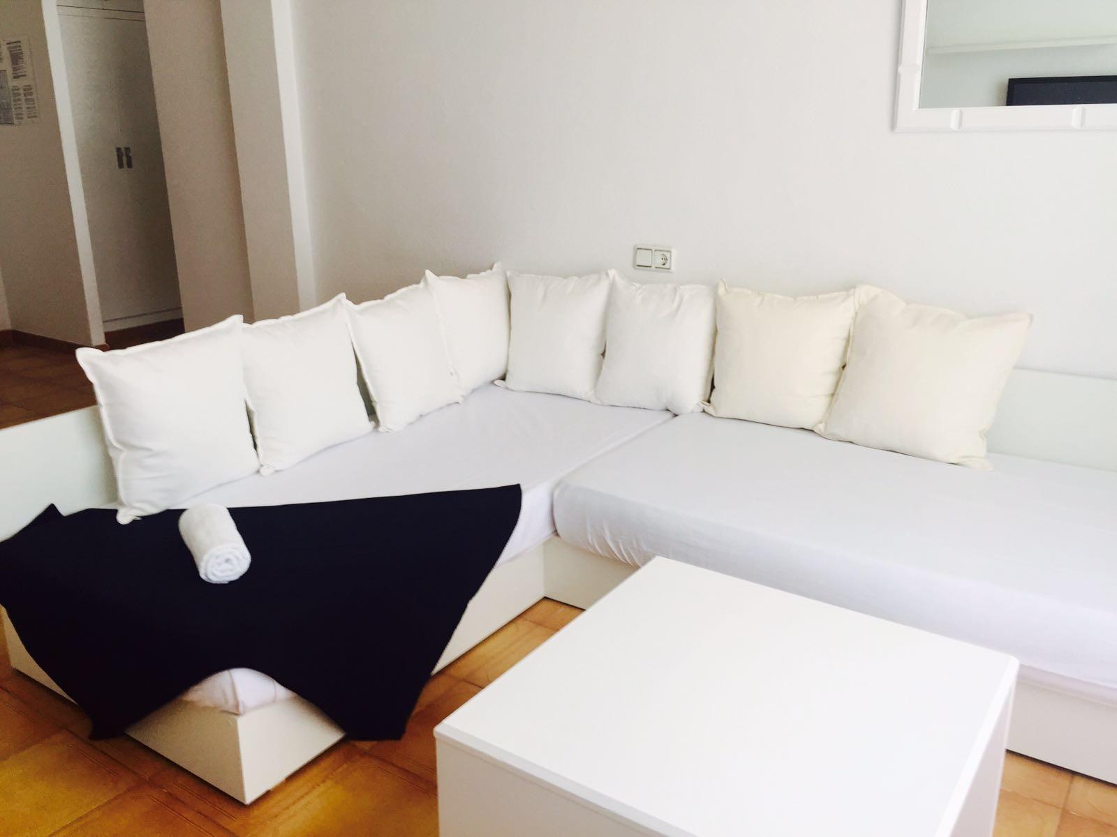 apartamentos-en-cala-de-bou-752878238b57