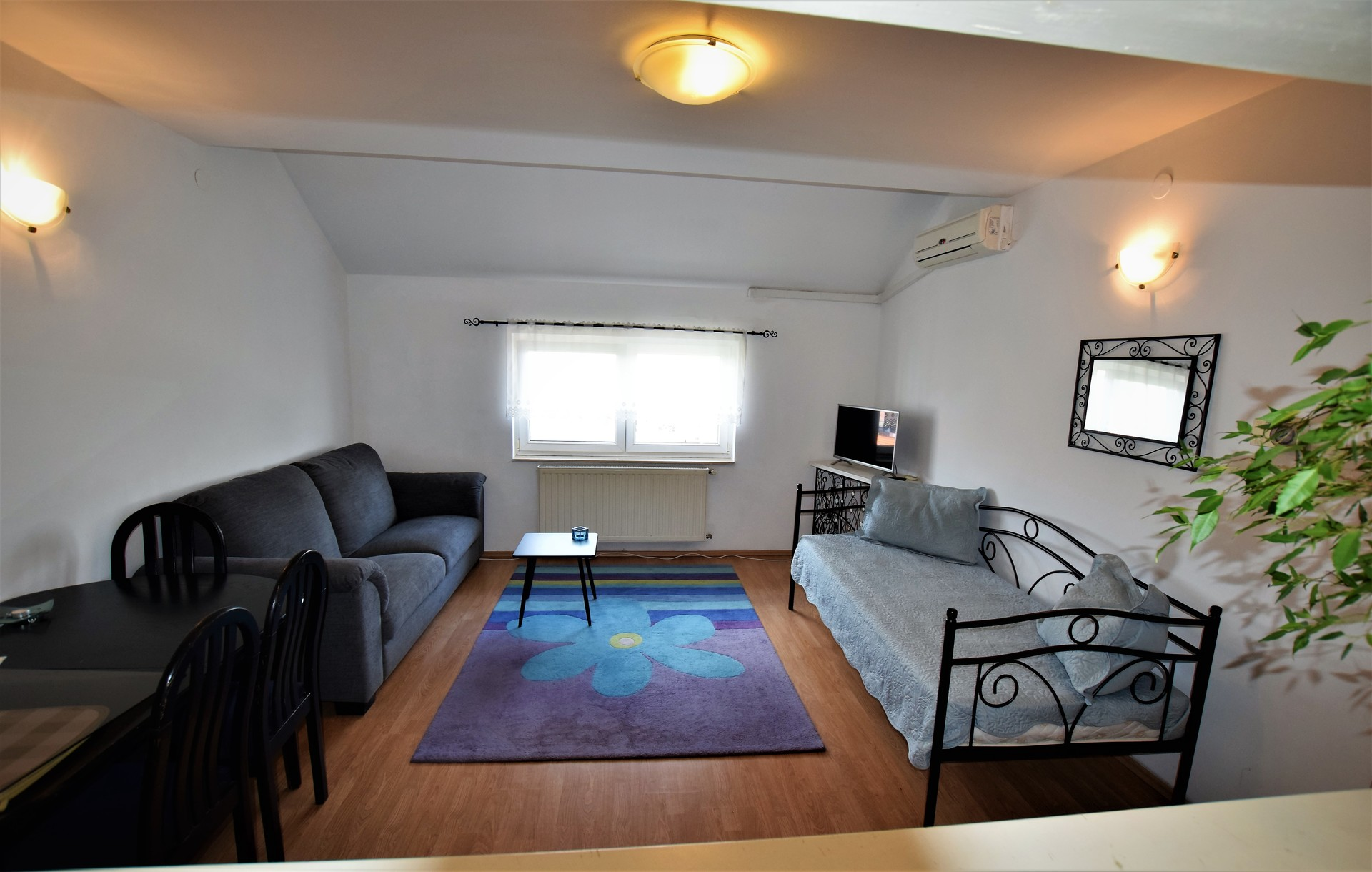 apartment-2-people-62ed26a15f0e35686a4ace8a5a2d64f3