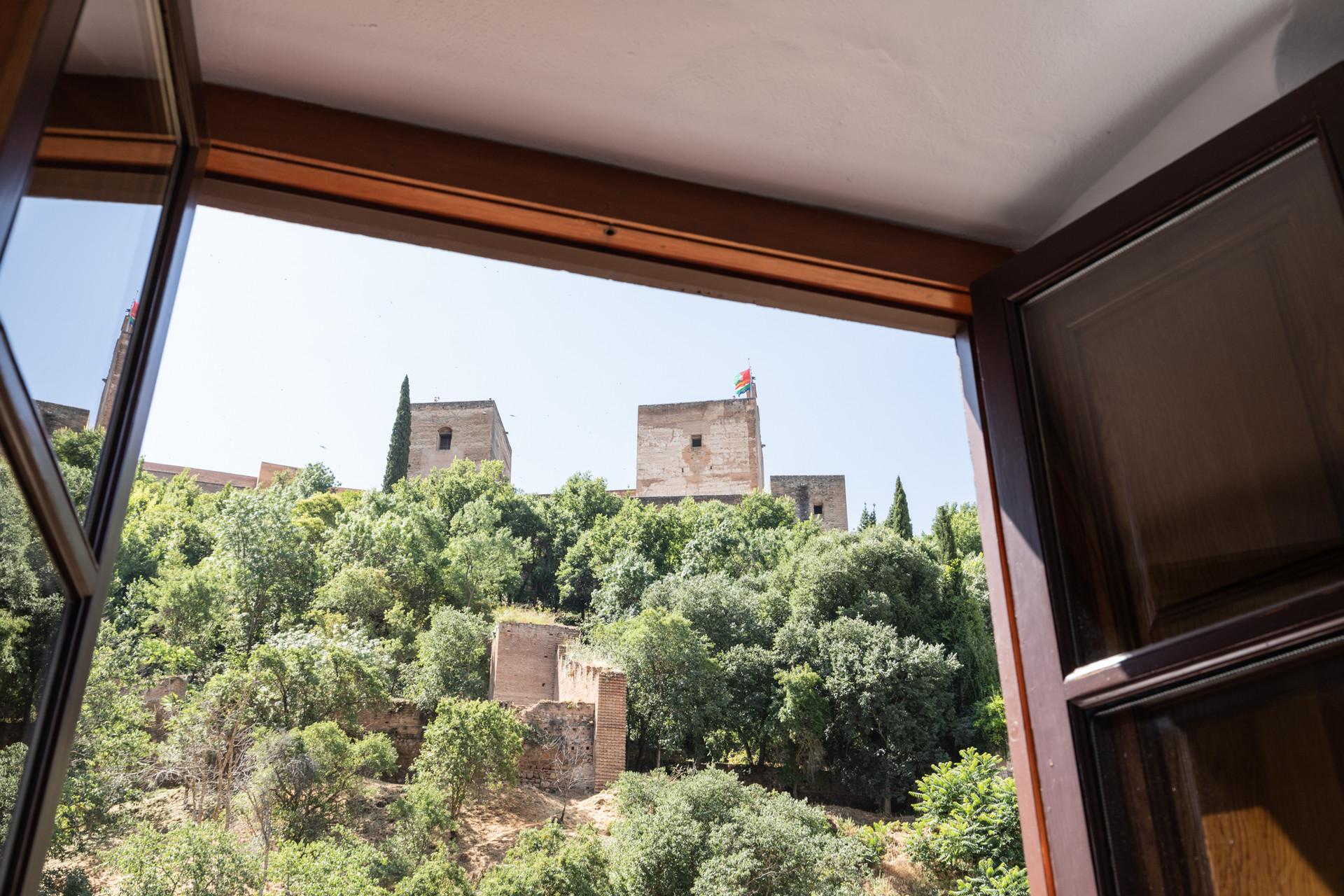 apartment-direct-alhambra-views-7182cae7cc36cbca1bee363003ab0e4b