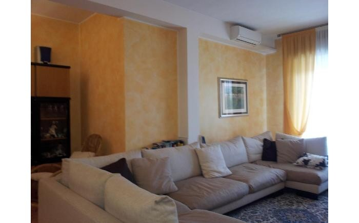 Appartamento di 180 mq 4 stanze da letto 2 bagni cucina for 2 piani letto 2 bagni