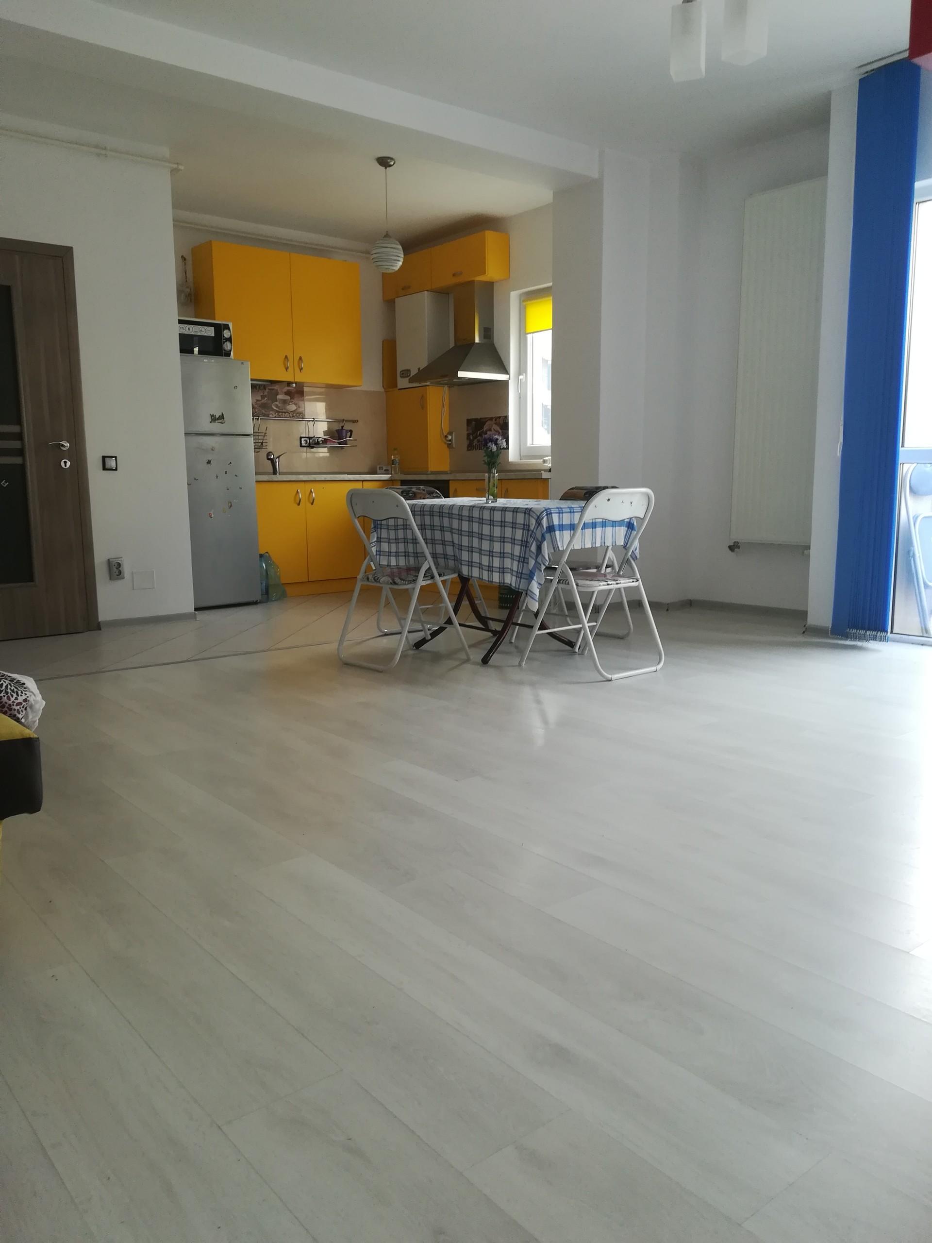 Appartamento con 2 camere da letto e un grande soggiorno, 2 bagni, centro  di Cluj Napoca