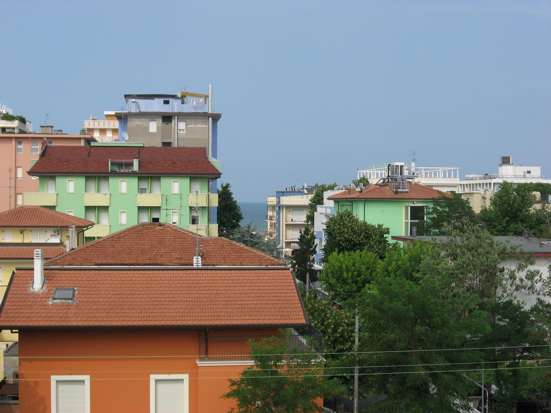 appartamento 3 camere studio 2 bagni e garage zona mare