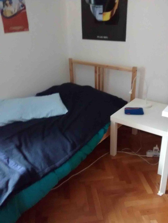 Posto letto per ragazza in stanza doppia in appartamento for Grande disposizione della stanza