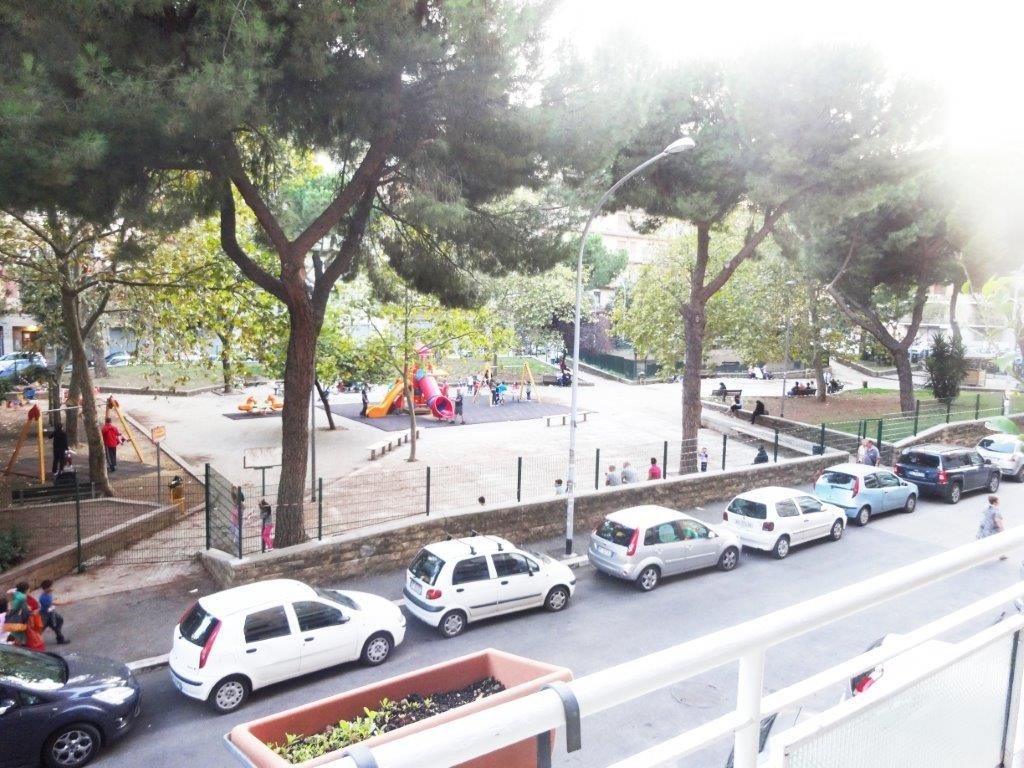 appartamento luminoso in zona pigneto roma , camera con due letti ... - Foto Soggiorno Con Angolo Cottura 2