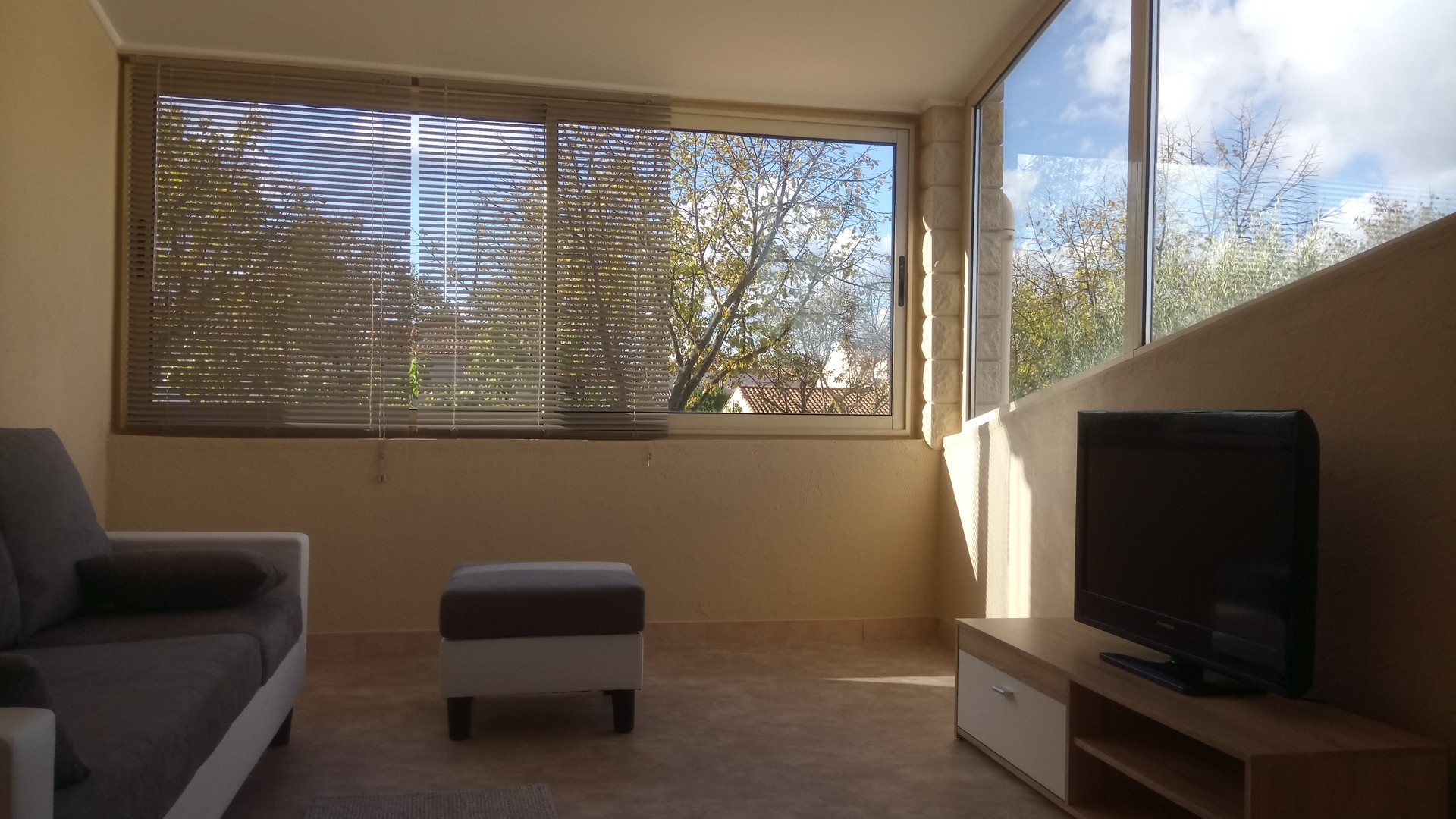 Salle De Bain Montpellier appartement avec 2 chambres, salon, cuisine, salle de bain, jardin