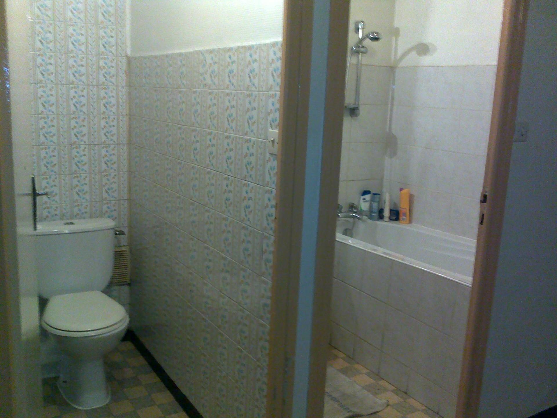 Chambre dans un appartement avec 3 chambres cuisine for 18 8 salon locations