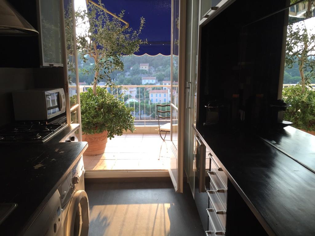 Appartement 3 pi ces deux chambres salon et terrasse for Terrasse et appartement