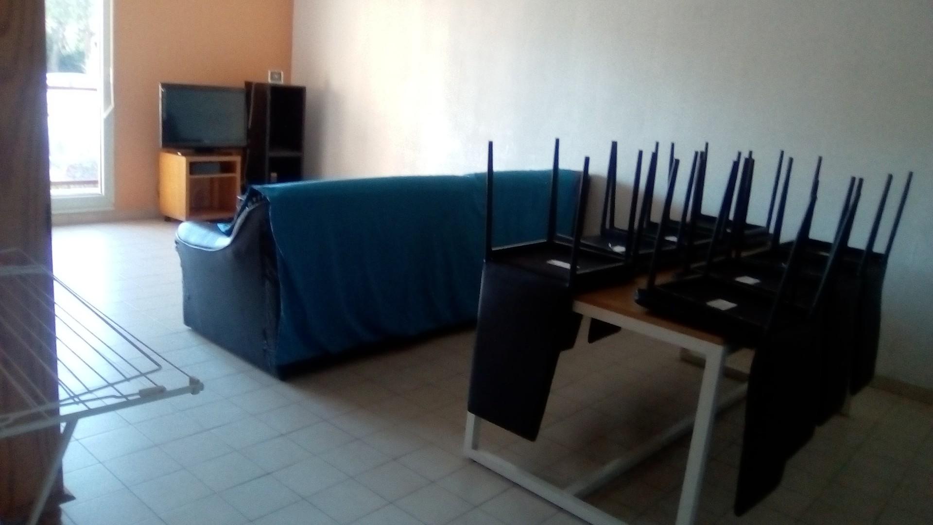 appartement de 98m2 meublé ,résidence fermée, 2 arret bus 6à 100