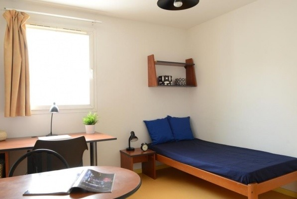 appartment-20m-5-minutes-university-c3115a048190e92400f6848cf81c59c1