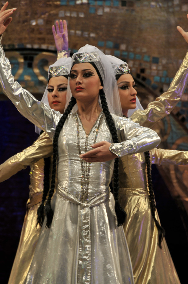 Atemberaubender georgischer traditioneller Tanz