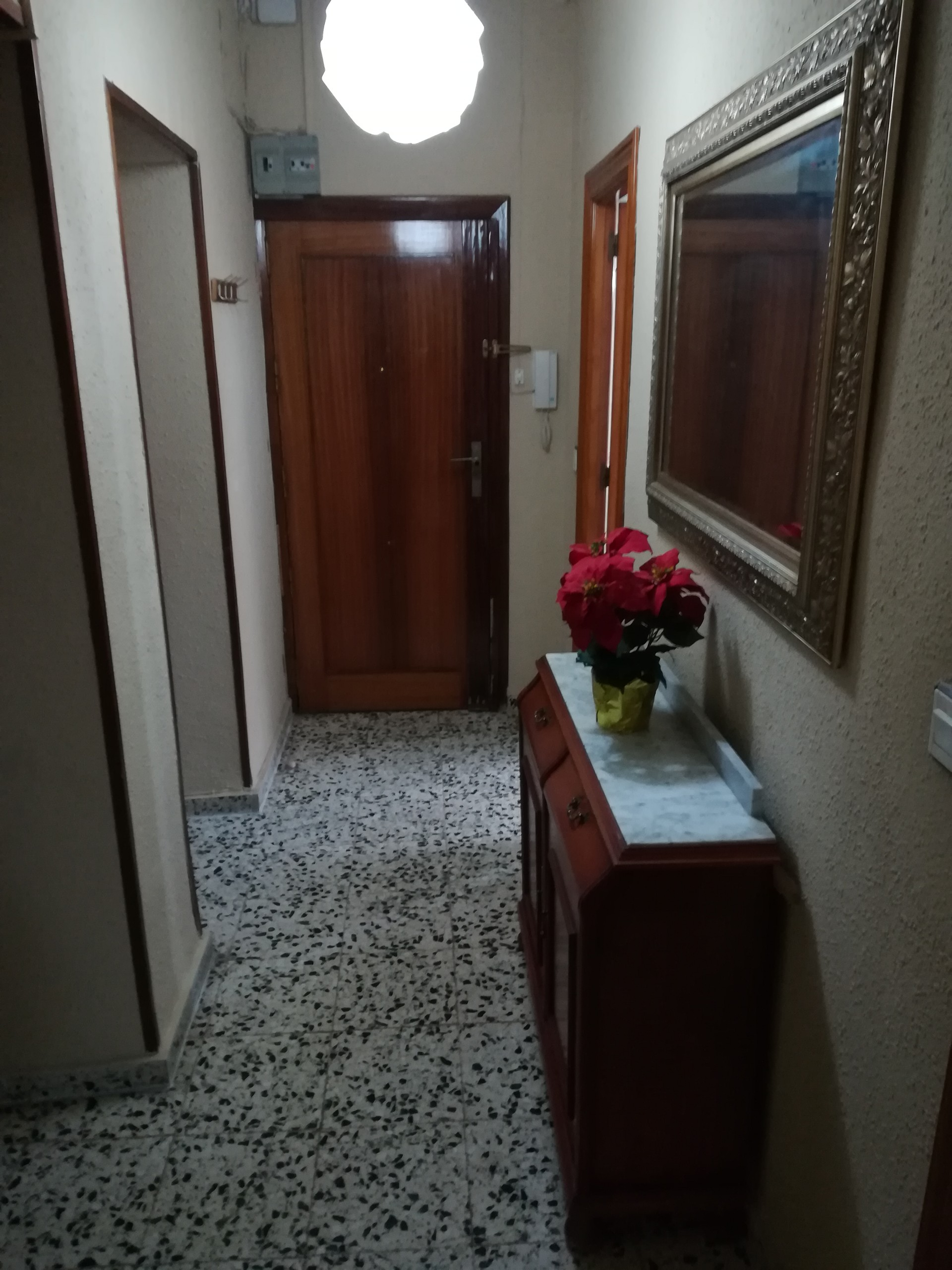 available-big-room-2b2a1e9d55748219aa6da4d0929ab4c2
