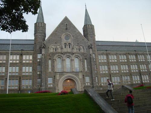 Edificio principal de la Universidad