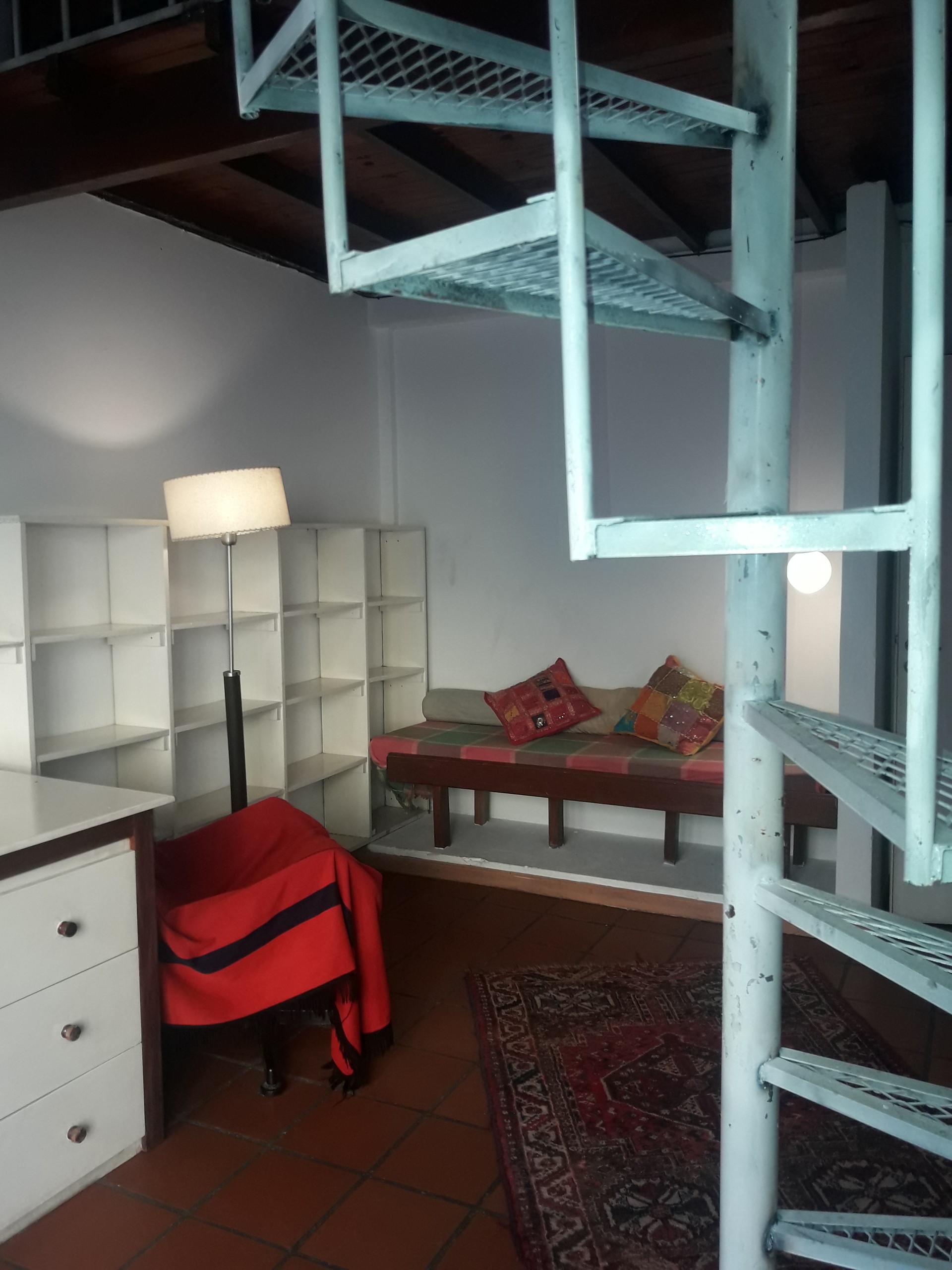 Chambre Studio Avec Mezzanine Balcon Plein Soleil Sur Rue Semi