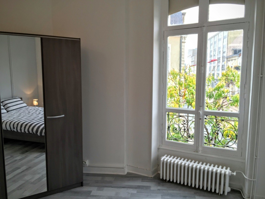 Student Bedroom For Rent In 5 Room Flat In Le Mans Pets Allowed And With Internet