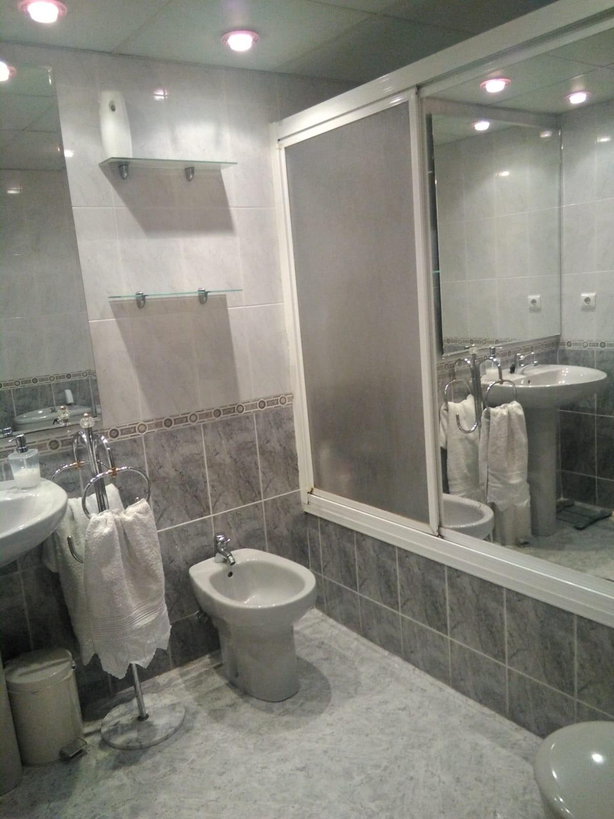 Piso a  min. del centro de 3 habitaciones y 2 baño