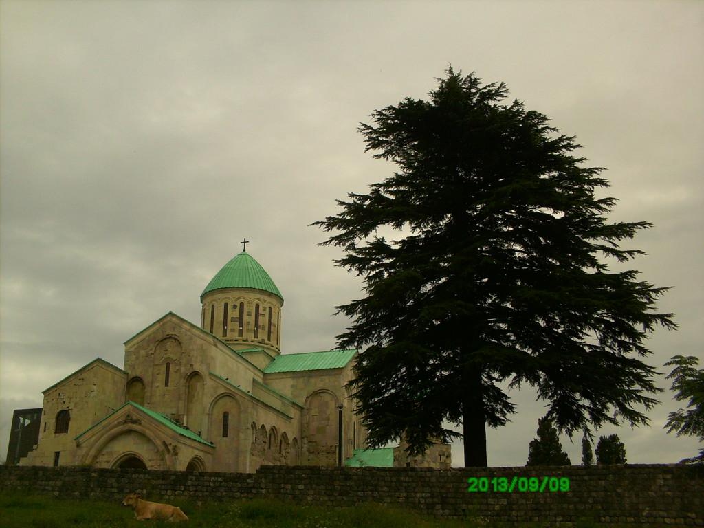 bagrati-cathedral-7cb0e79c9cfa9305b44b87