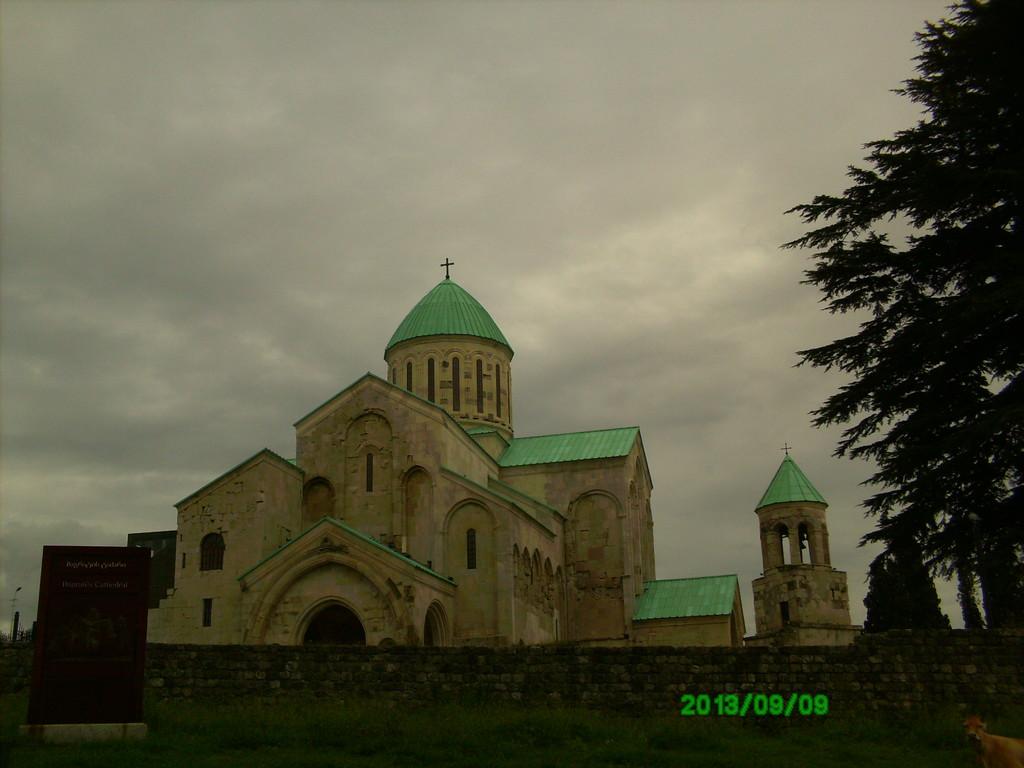 bagrati-cathedral-b16e87a65fe62ada323bce