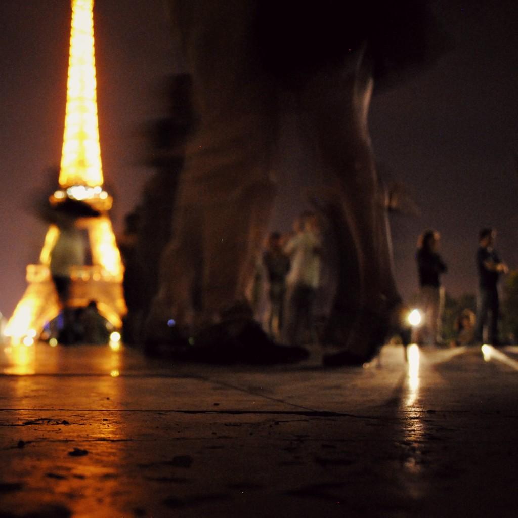 Bailando bajo la Torre Eiffel