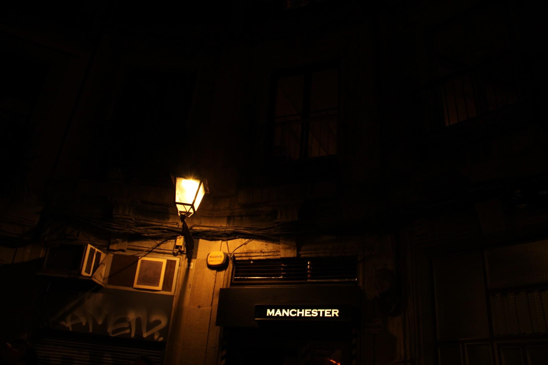 Bar cosmopolita en pleno Gótico