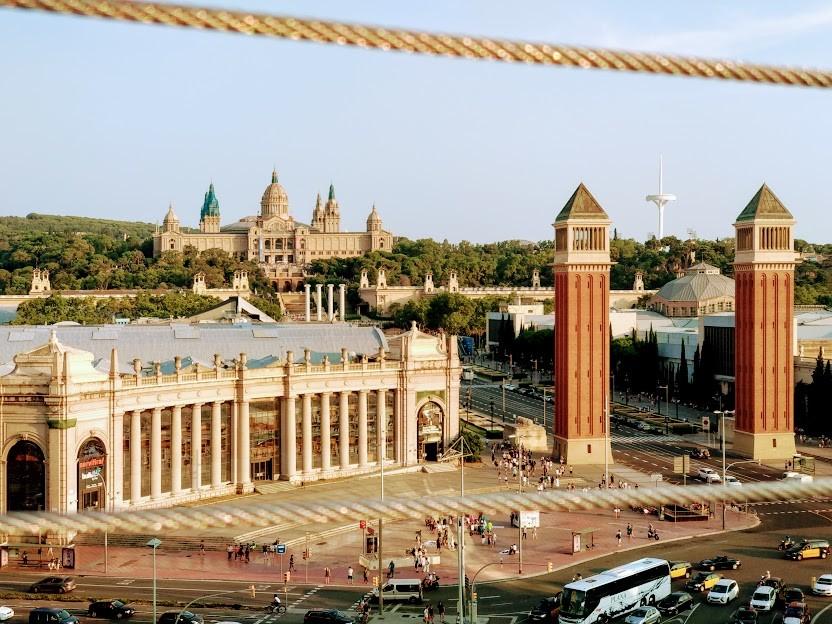 Barcelona... La ciudad mágica de las luces, la música y los monumentos