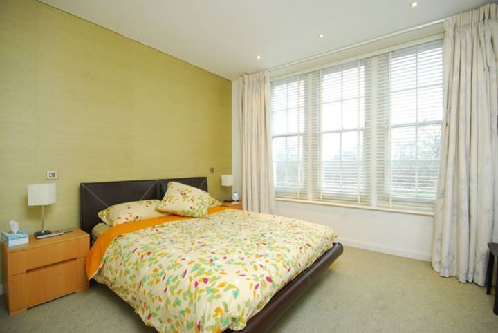 Beautiful And Well Furnished One Bedroom 1st Foor Flat To Let In Central London Flat Rent London