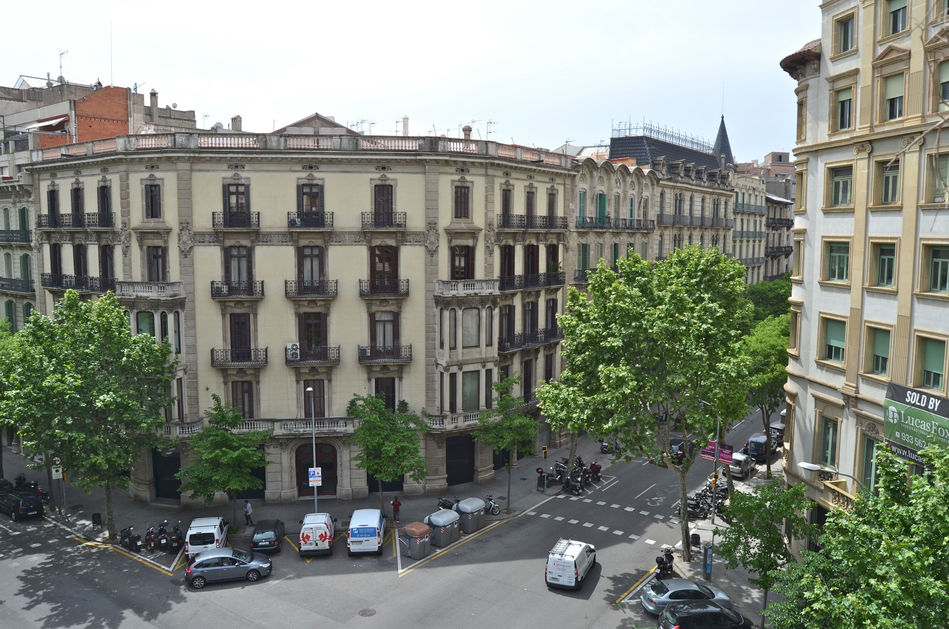 Beautiful room + balcony, Barcelona center