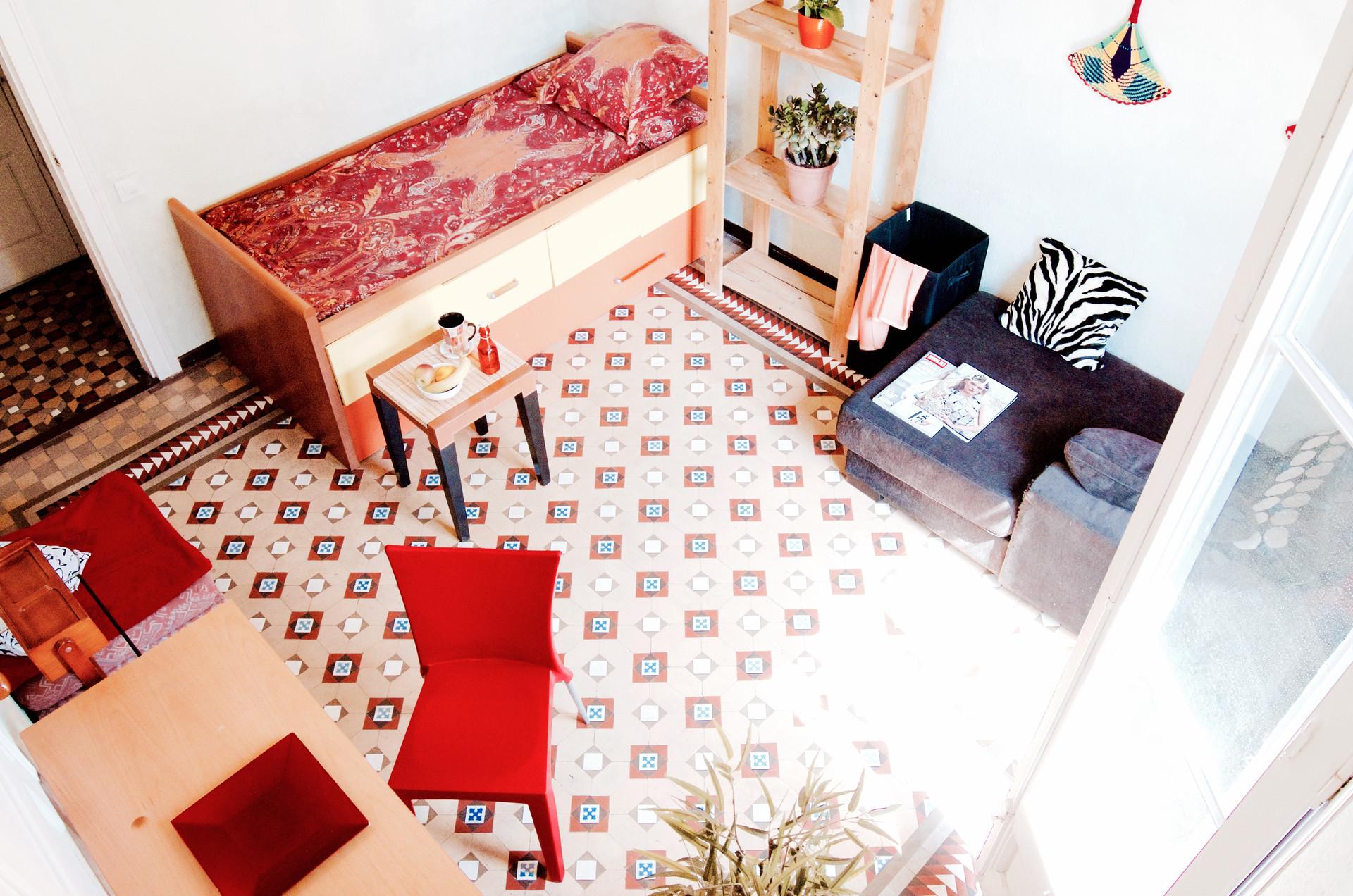beautiful-room-balcony-barcelona-center-54808c26787216dd428c40606965e880
