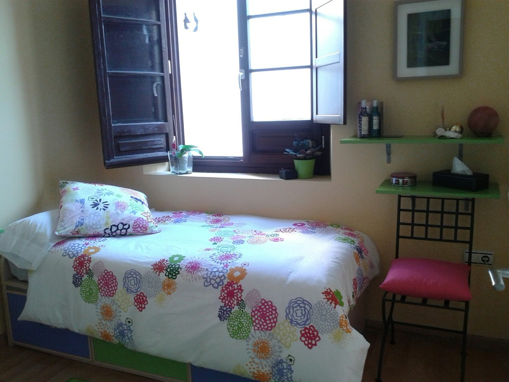 Beautiful Room beautiful room for rent in central cádiz | room for rent cadiz