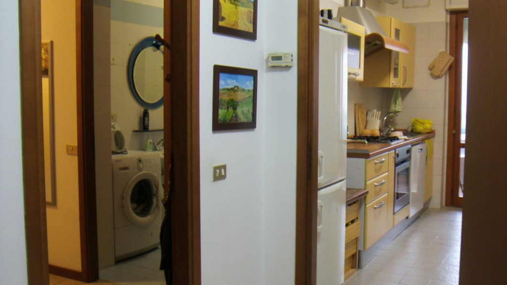 Beautiful Single Room With Large Bed And Private Bathroom Room For Rent Milan