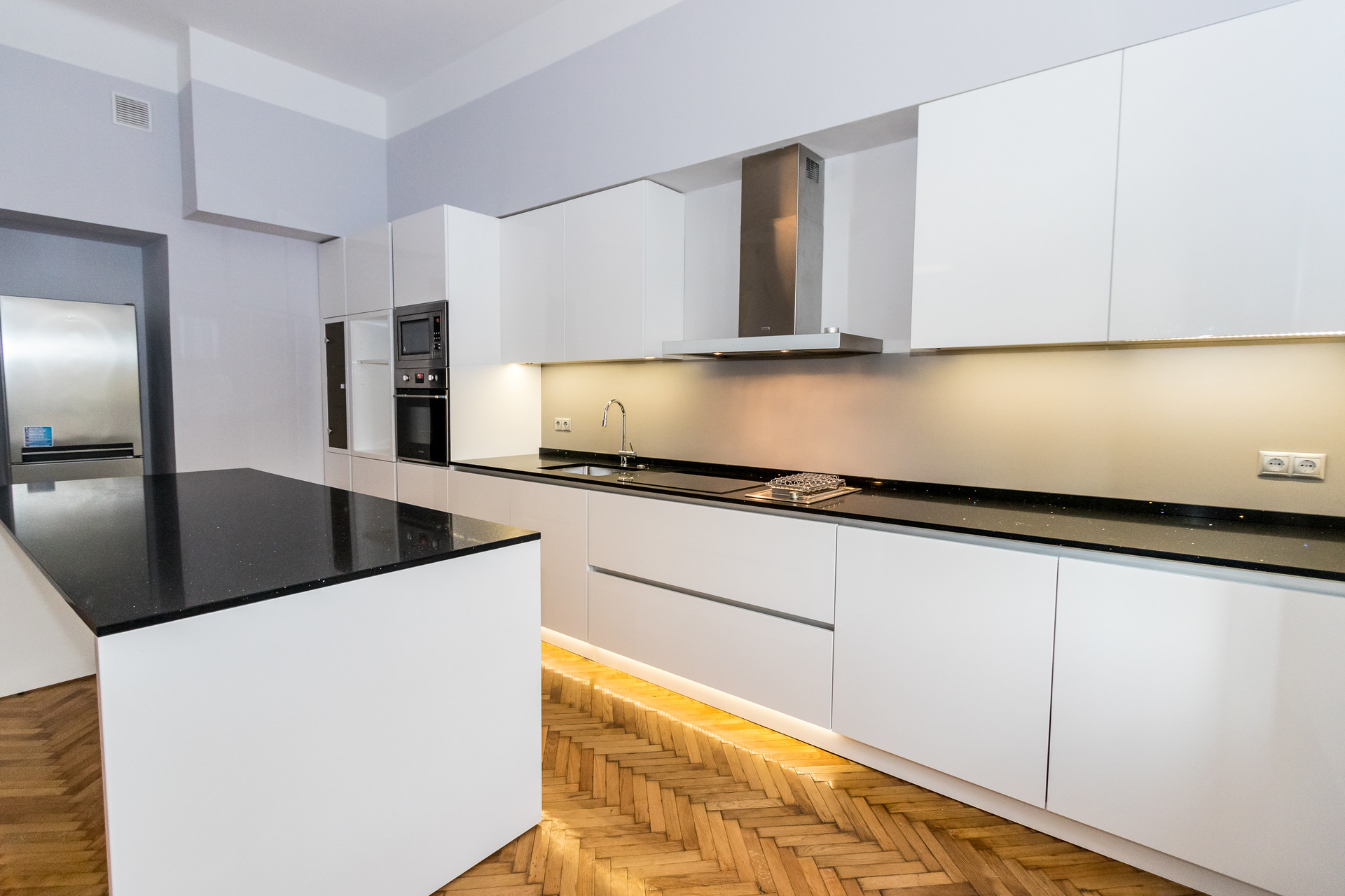 Beautiful, sunny quiet flat with two bedrooms, and gorgeous livi