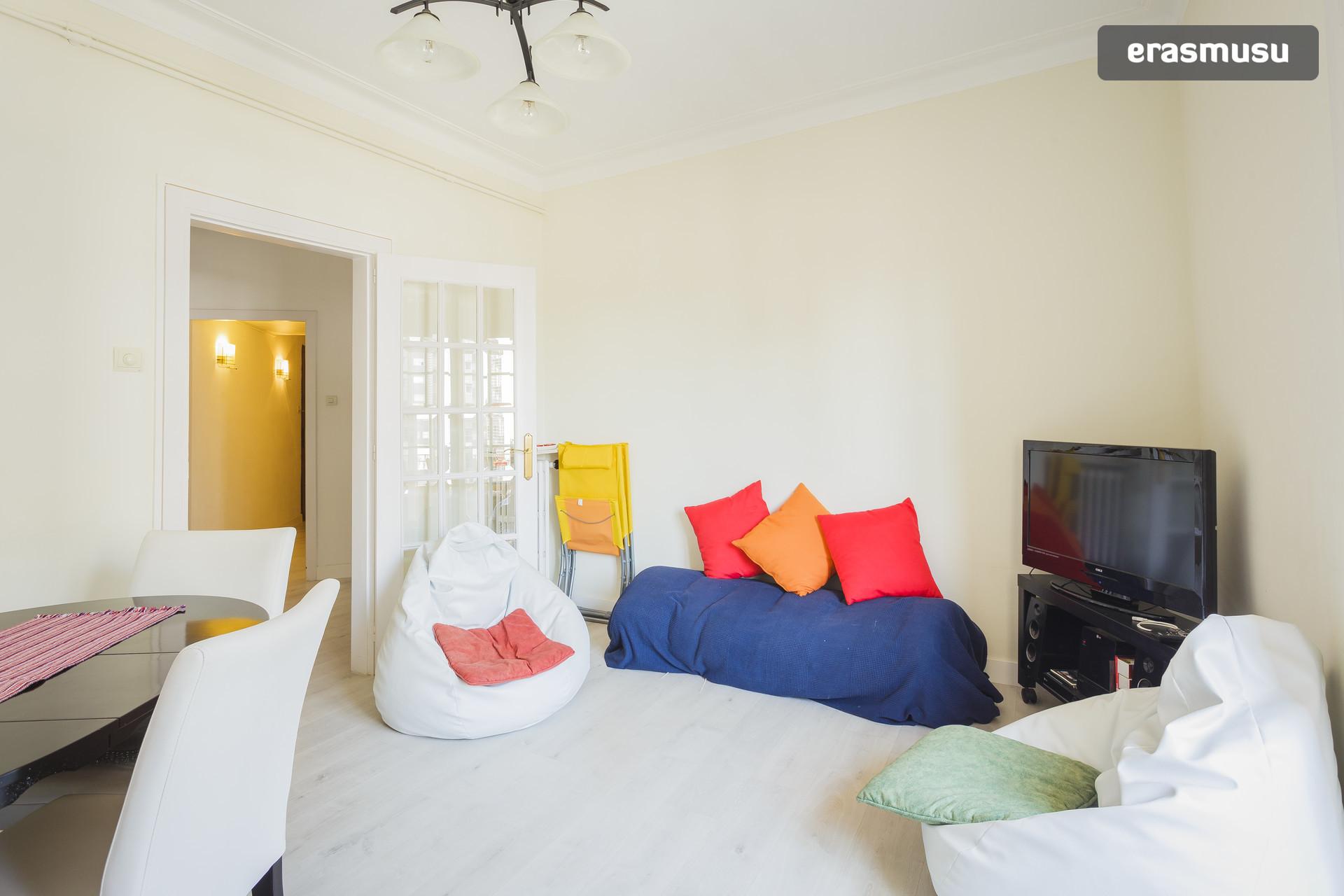 beautiful-sunny-single-room-7711d526c911
