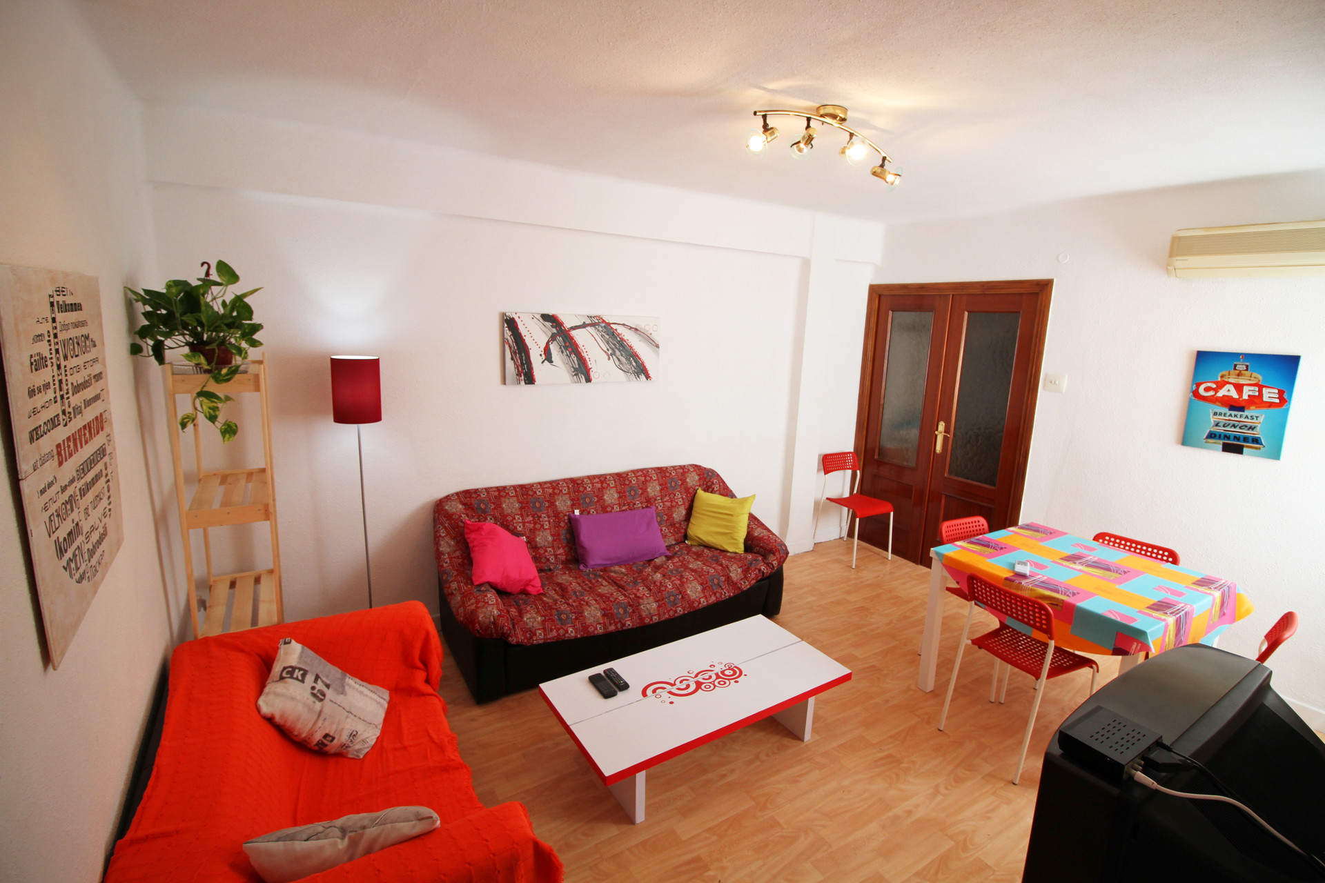 ... Beautifully Decorated 4 Bedroom Flat, Perfect For Erasmus Studen ...