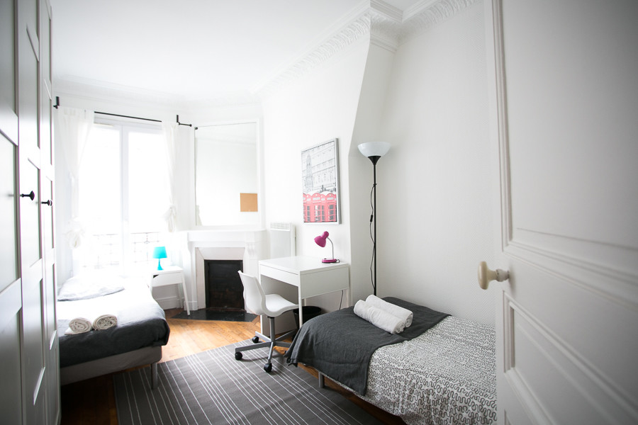Bed in a shared room in Paris