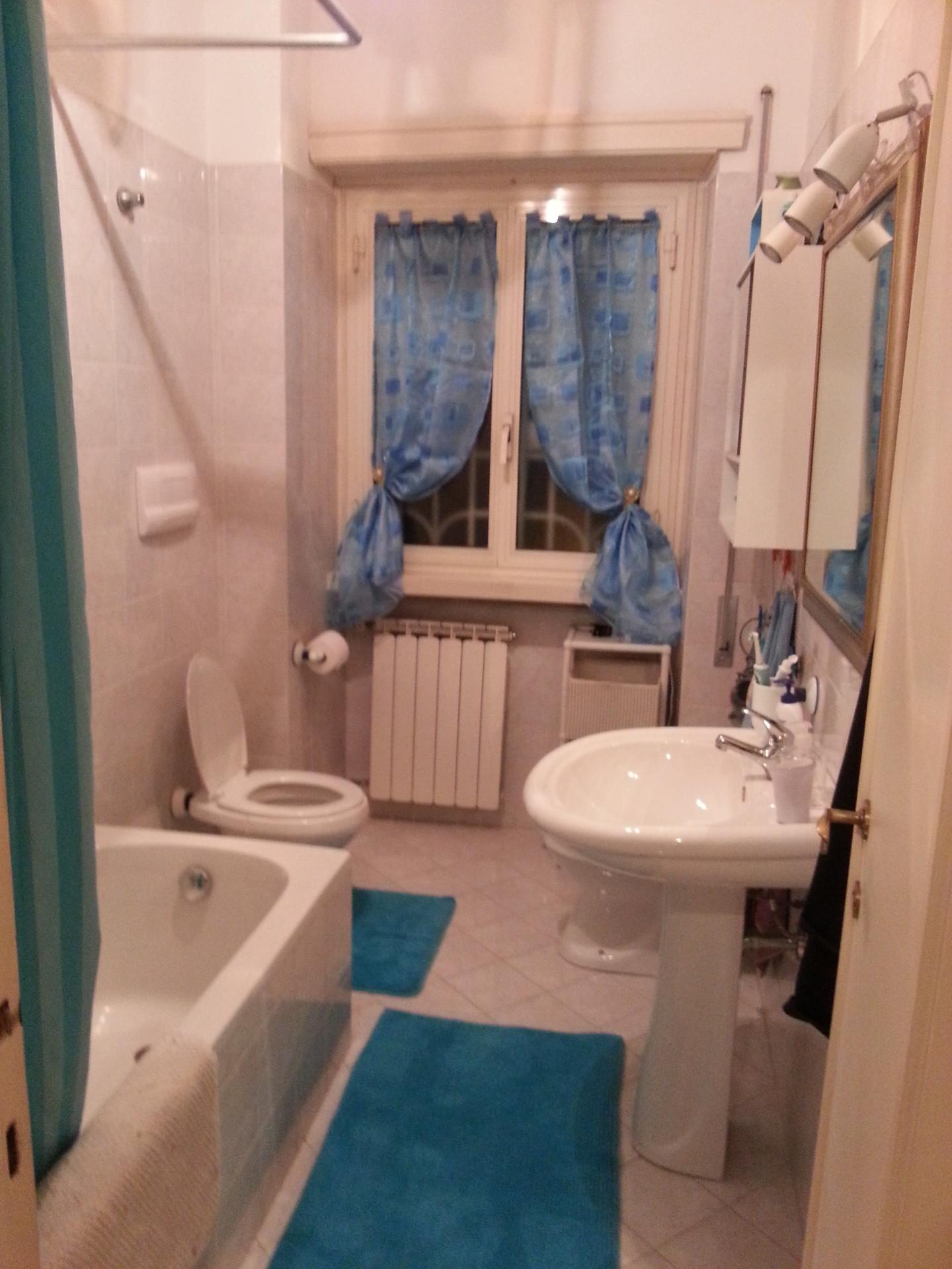 Camera matrimoniale piazzale jonio stanza in affitto roma for Camera matrimoniale e piani bagno