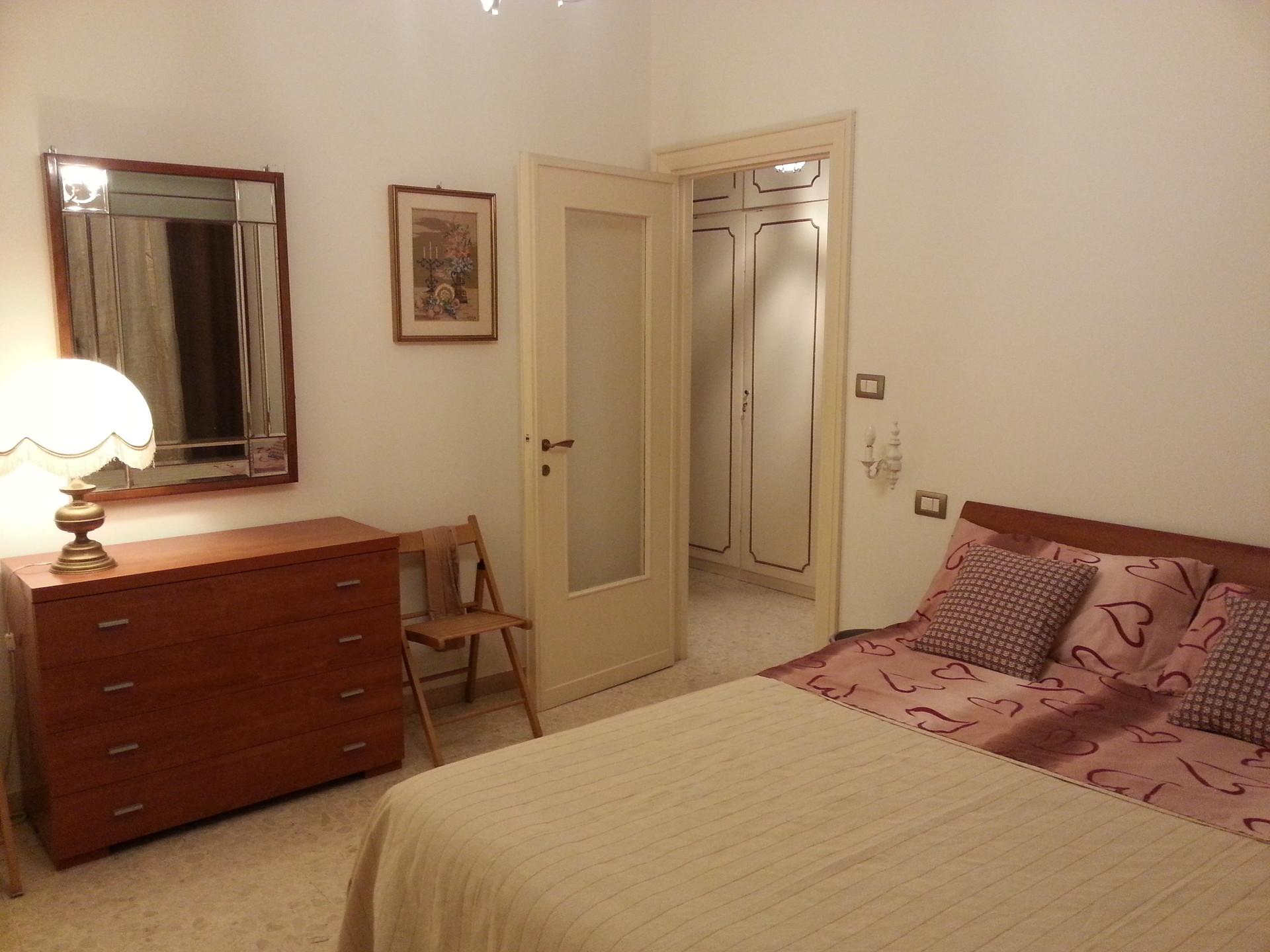 Camera matrimoniale piazzale jonio stanze in affitto roma - Stanza con bagno privato roma ...