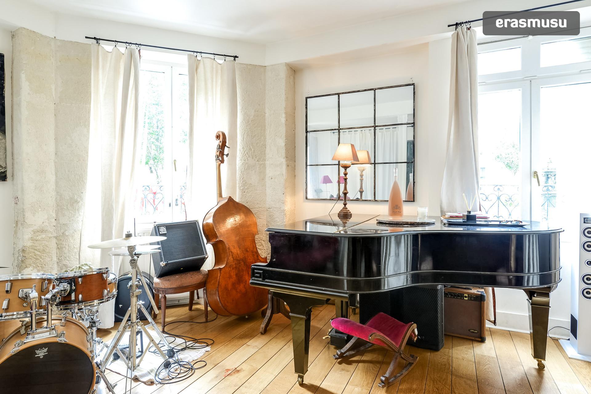 belle chambre dans une grande maison au coeur de paris preferably girls location chambres paris. Black Bedroom Furniture Sets. Home Design Ideas