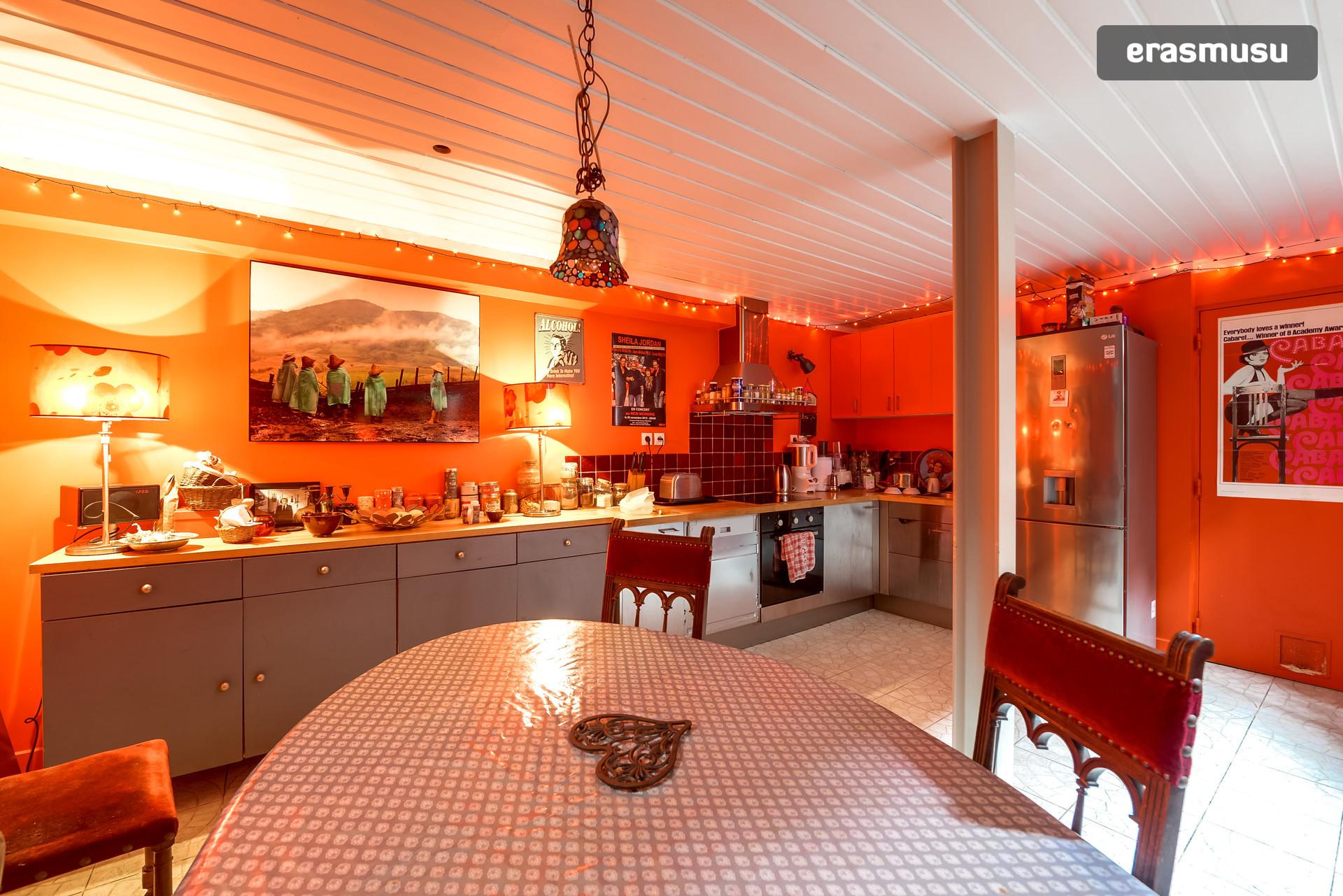 Belle chambre dans une grande Maison au coeur de Paris (preferably girls)   Location chambres Paris