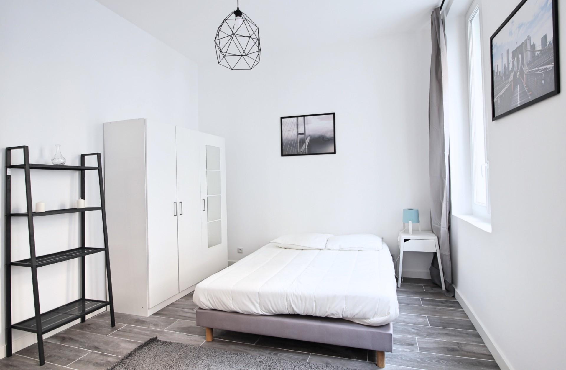 Belle grande chambre meublée à Marseille