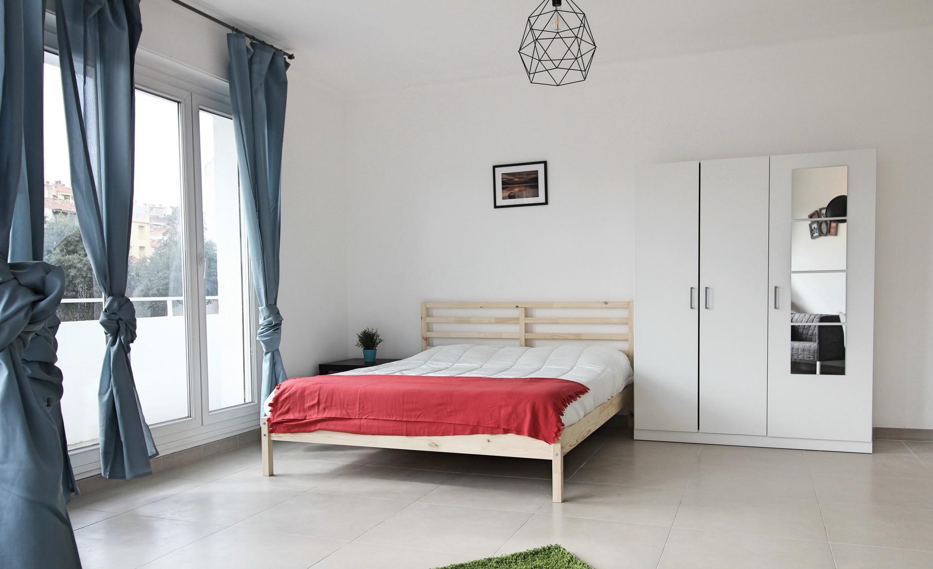 Belle chambre meublée dans un appartement refait  neuf