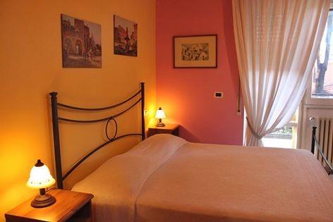 bellissima stanza con affaccio sul balcone e bagno privato