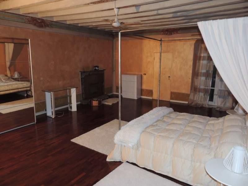 Bellissima stanza con letto a baldacchino