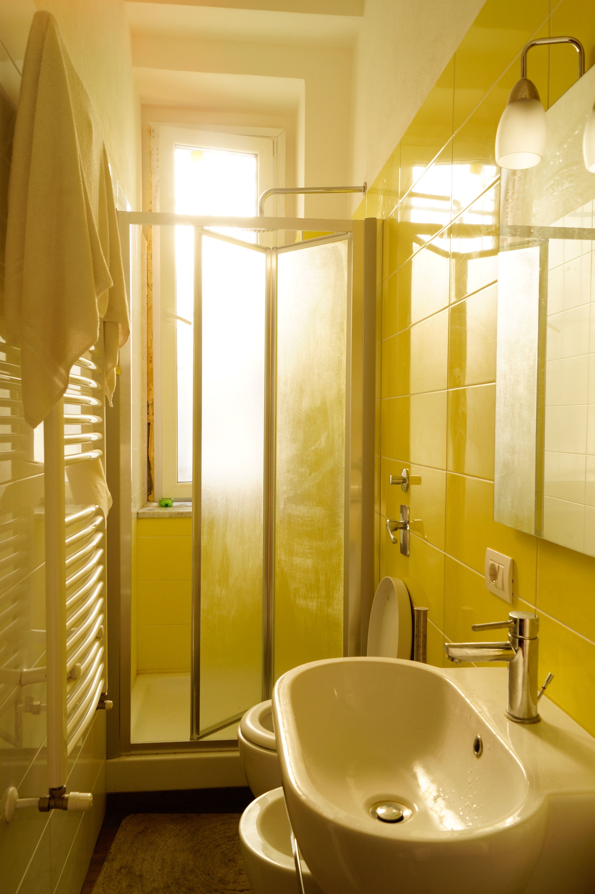 Bellissima stanza singola in appartamento colorato for Stanze singole milano