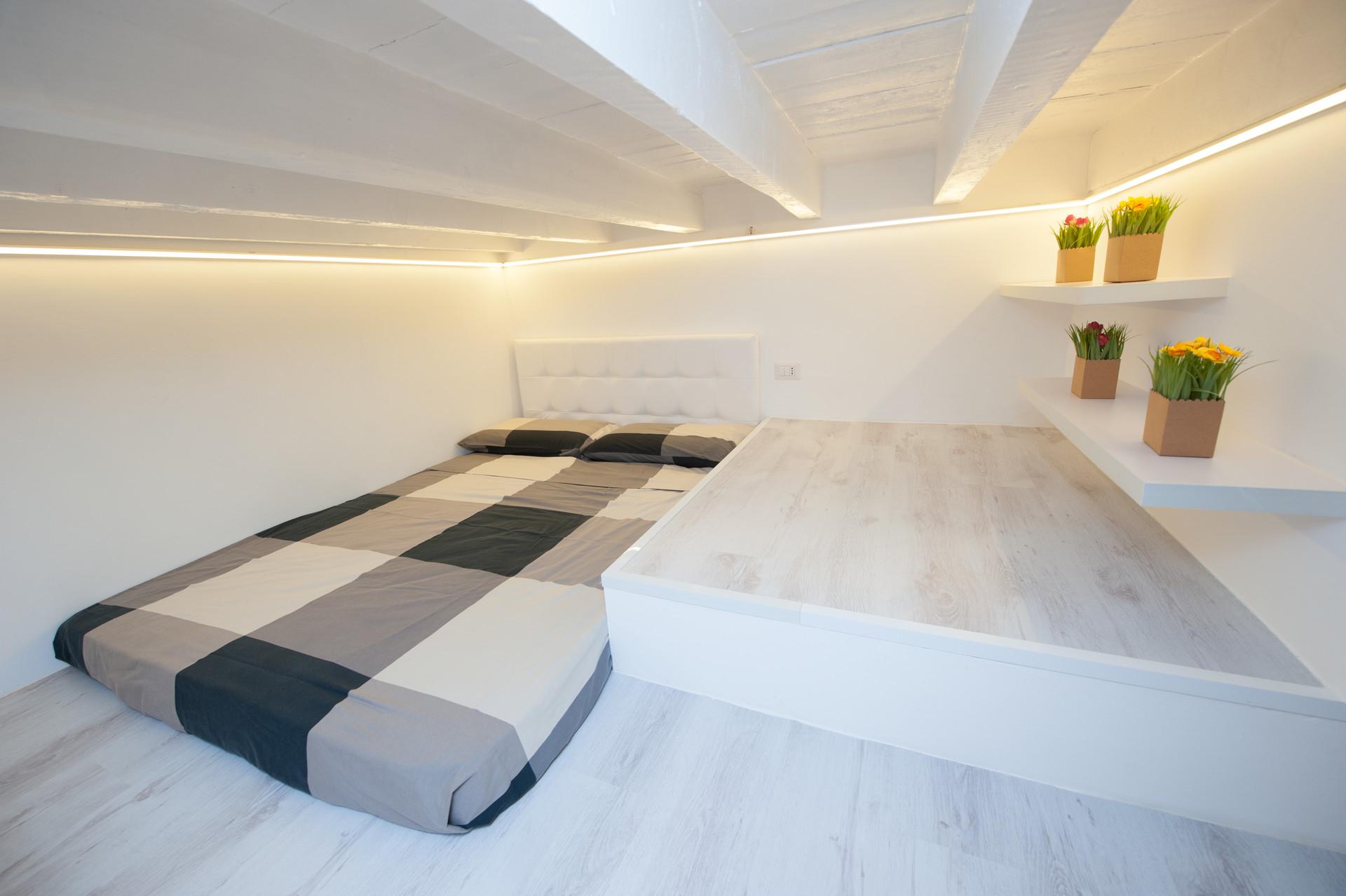 Live into the White.   Rent studios Milan
