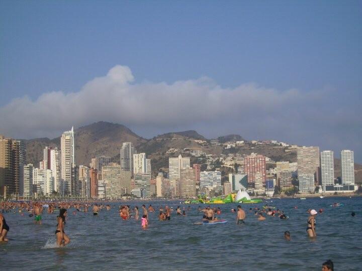 benidorm-fiesta-playa-sol-buen-ambiente-