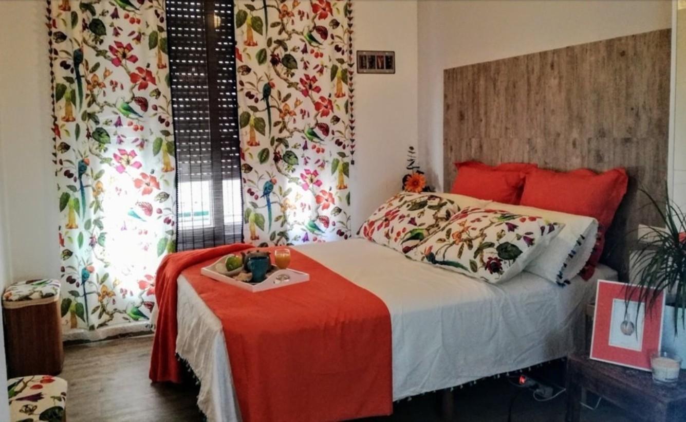 big-beautiful-bedroom-5dde99af9931ce471f1af7012d17f126